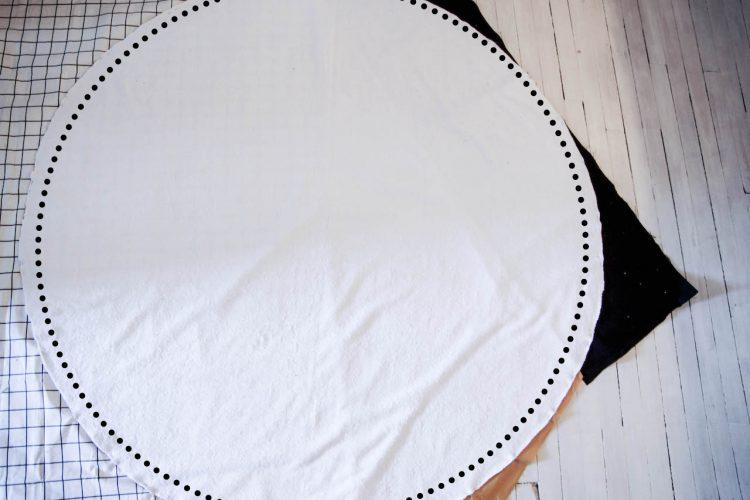 diy serviette ronde g om trique spring in fialta. Black Bedroom Furniture Sets. Home Design Ideas