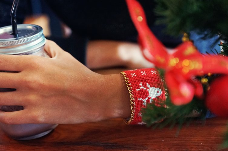 DIY : Embroidered Scandinavian Christmas Cuff