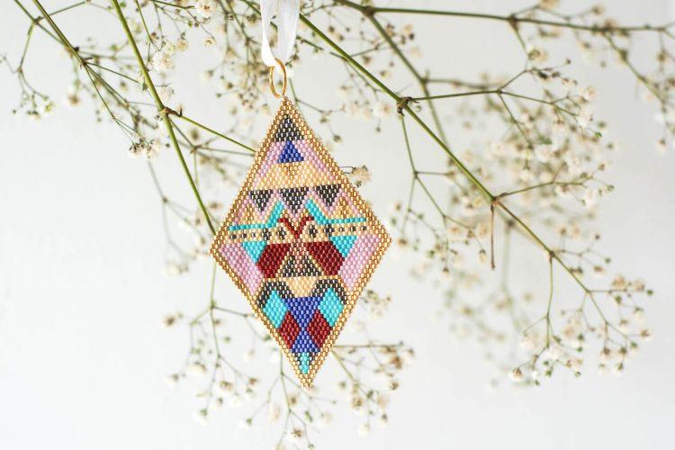 DIY beaded tree ornament (free brick stitch pattern)